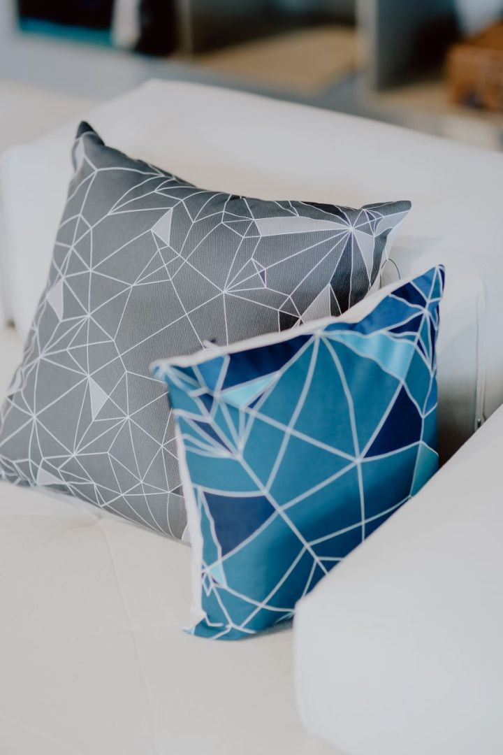 kaboompics_Scandinavian decorative pillows on modern sofa-1